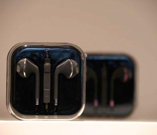Black IPhone Samsung Earphones With Microphone