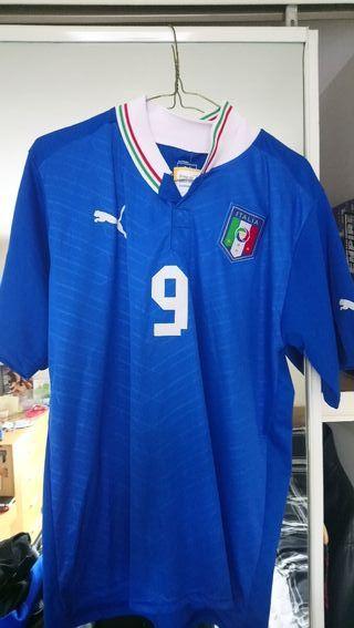 Italy Balotelli's t shirt