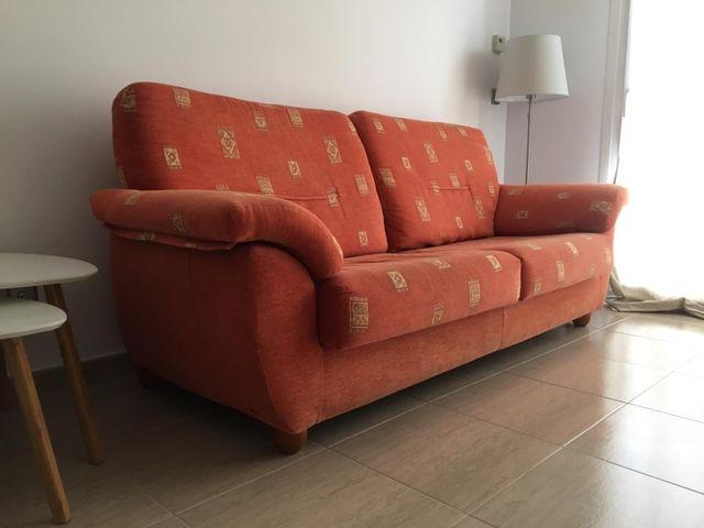 Sofa 3 plazas seminuevo naranja con funda