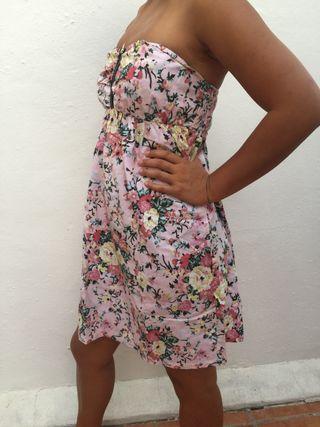 Vestido rosa de flores