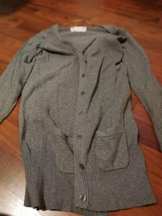 chaqueta gris larga Zara