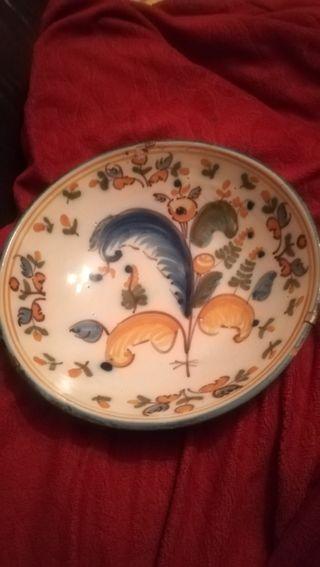 Antiguo plato de cerámica de Talavera