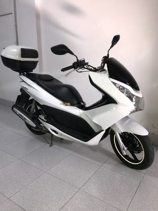 HONDA PCX con 9500kms IMPECABLE!!!