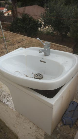 Pica Roca y grifo baño