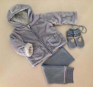Abrigo de bebé, bufanda y manoplas