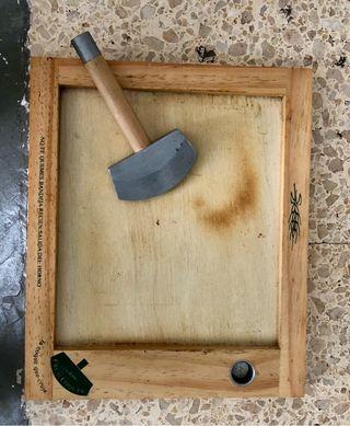 Plato madera con corta pizza individual
