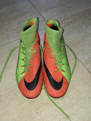 Botas de fútbol Nike naranjas de segunda mano en WALLAPOP c5ce81a58e3d8