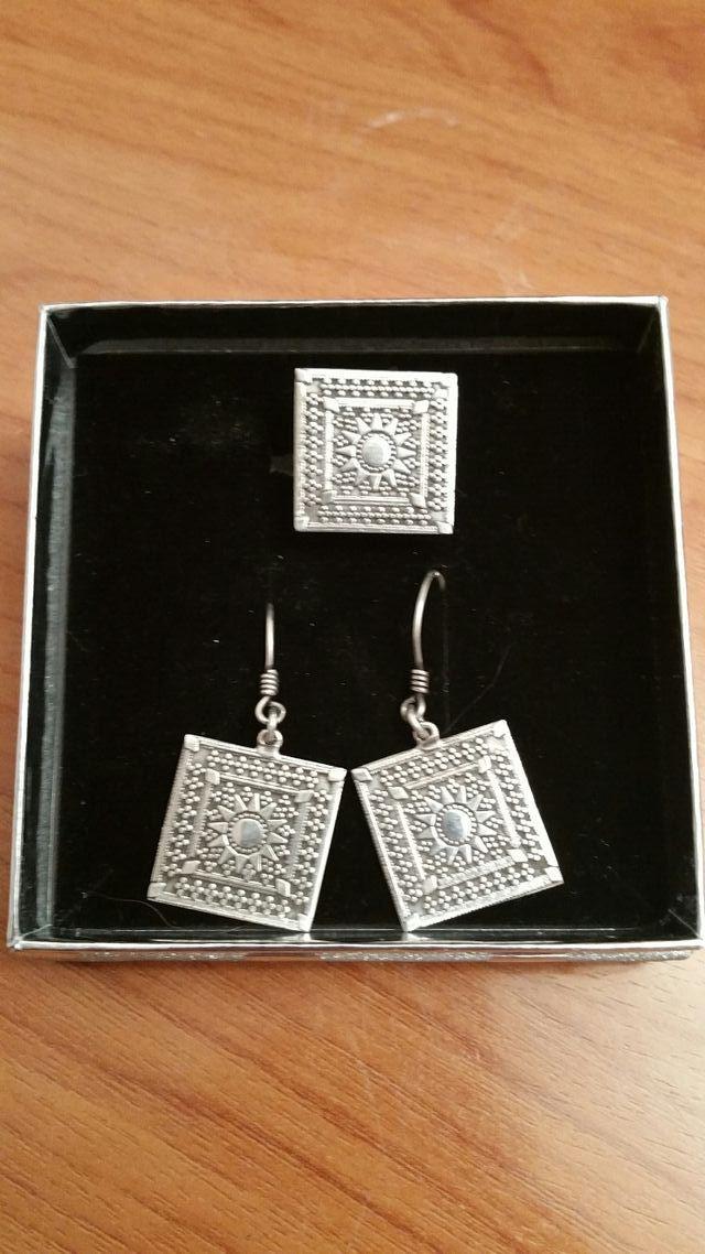 53466f0ec0be Conjunto de anillo y pendientes de plata antiguos de segunda mano ...