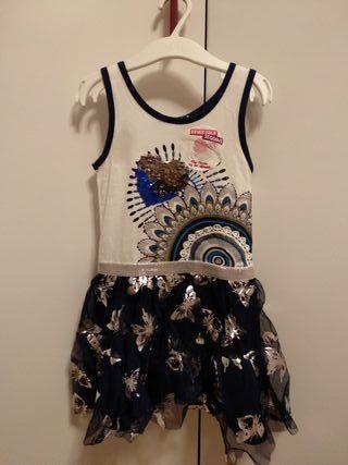 vestido desigual con etiqueta