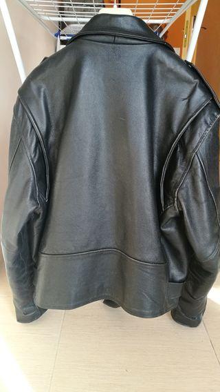chaqueta motera piel tipo elvis