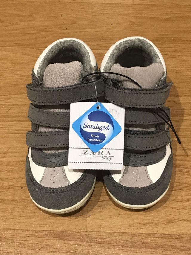 87a149c238e44 Zapatos Bebé Talla 22 Zara NUEVOS de segunda mano por 8 € en Sant ...