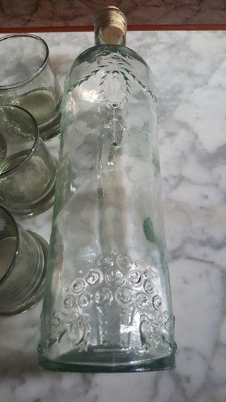 vasos y botella vitange