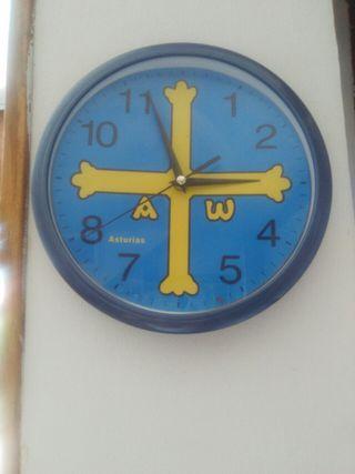 Reloj de pared cruz bandera de Asturias