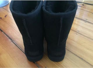 Original black uggs size 6