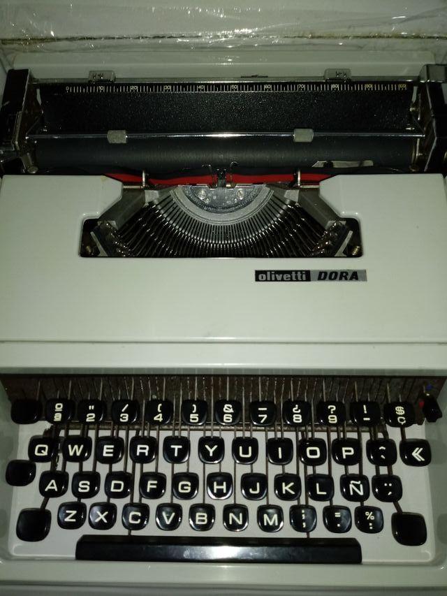 Máquina Escribir Olivetti Dora