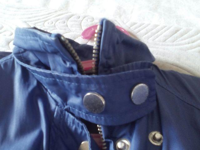 Chaqueta chubasquero casual azul