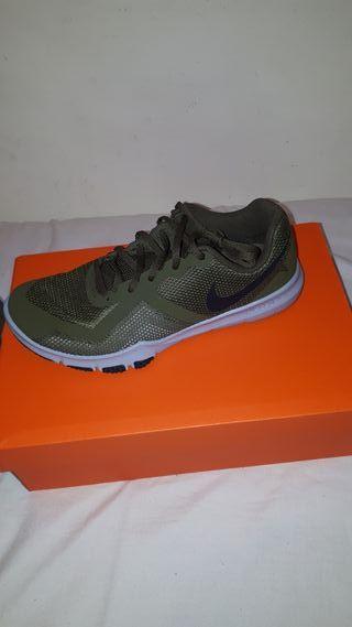 4dc1597918e59d Zapatillas Nike Training de segunda mano en Madrid en WALLAPOP