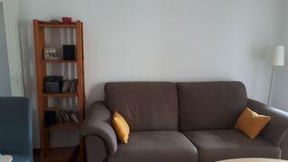 Sofá enorme y cómodo.