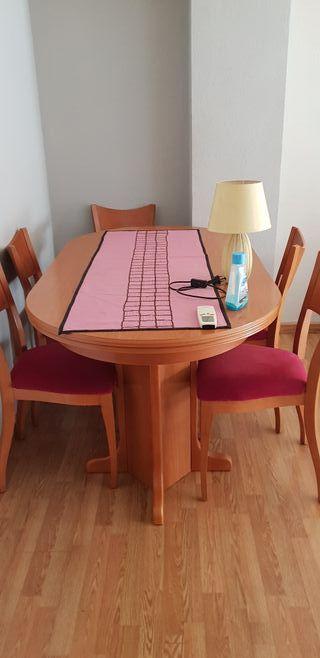 mesa con 6 sillas,todo en buen estado