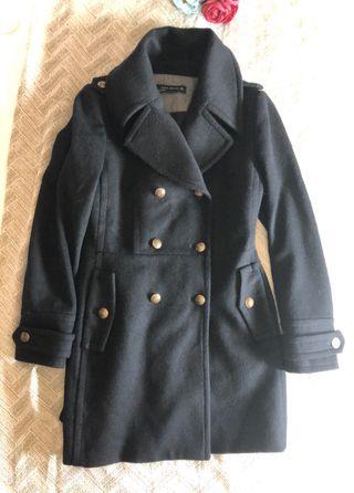 abrigo negro zara entallado
