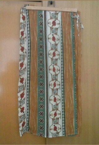 Bonita falda larga cruzada, talla M, como nueva