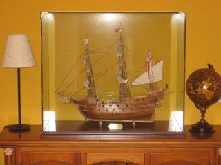 Maqueta de Galeón en vitrina