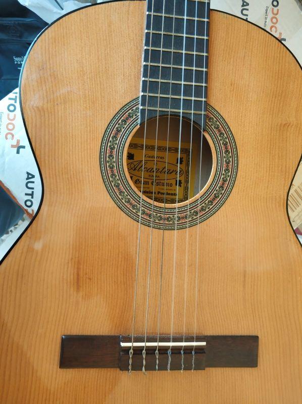 guitarra española y funda