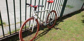 Bicicleta Fixie Fabricbike Blanca y Roja