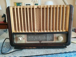 RADIO ANTIGUA PARA RESTAURAR.