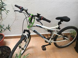 Bicicleta Doble Suspensión con cuentakilómetros