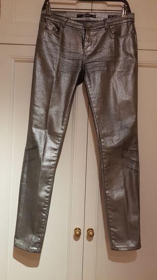Pantalón Zara plata gris plateado talla 38 de segunda mano