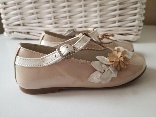 6d05175f Zapatos niña ceremonia talla 26 de segunda mano por 15 € en A Coruña ...