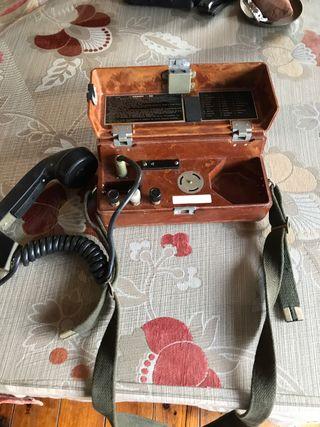 Teléfono militar antiguo