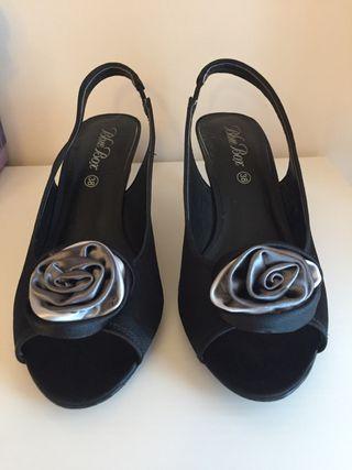 Zapatos tacón bajo.