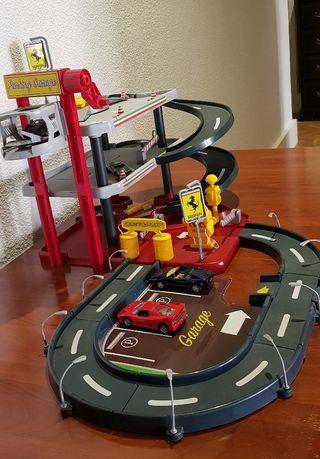 Garaje Ferrari infantil + 8 miniaturas Ferrari