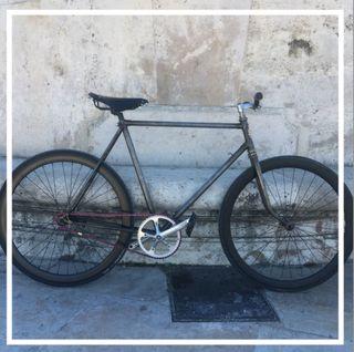 Fixie bicicleta clásica restaurada