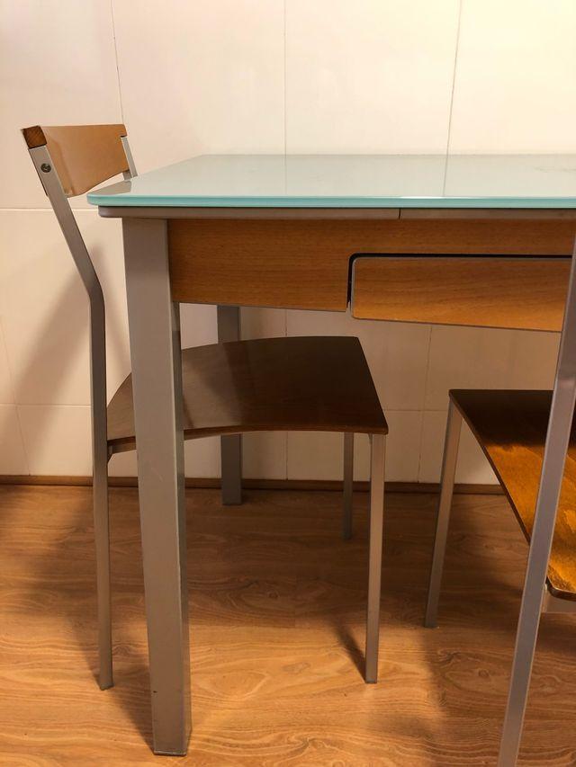 Mesa de cocina Cancio + 2 sillas + 2 taburetes de segunda mano por ...