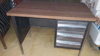 mesa escritorio madera de formica y chapa