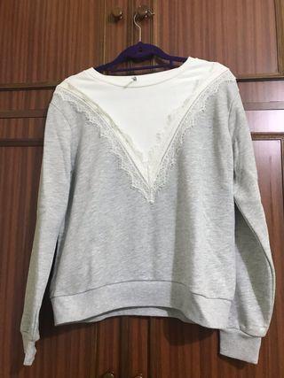 Sudadera blanca y gris stradivarius talla M