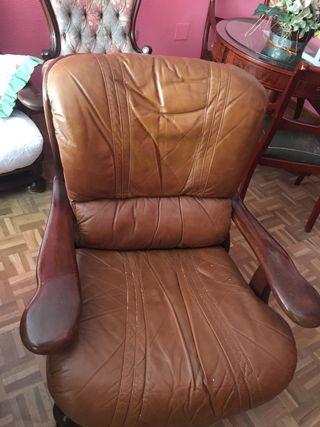 Conjunto de sofá y dos sillones de piel