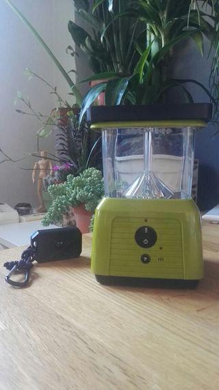 Lámpara solar para camping con antimosquitos