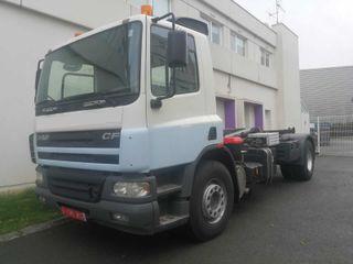 Camión DAF 75.250 4X2 Gancho Multilif