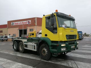 Camión IVECO Trakker 6X4 gancho multilif