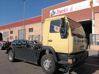 Camión MAN LE 14.220 4X2 Gancho Multilif