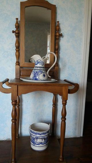 palanganero con espejo y porcelana