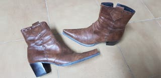 Botas de punta piel marrón. núm 41
