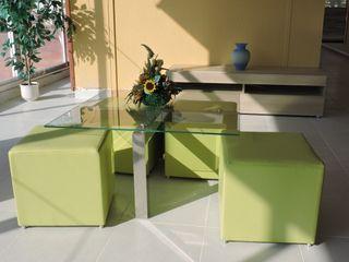 Mesa cristal nueva con 4 poufs