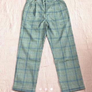 Pantalón con tirantes