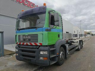 Camión MAN TGA 26.390 6X2 gancho multilif