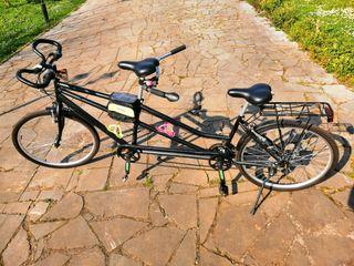 Bicicleta tipo tandem y porta-tandem para coche: